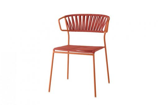Lisa club chair with arms
